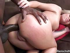 Madelyn Monroe's return to our network has another gift--the gift of giving up the booty for the black man